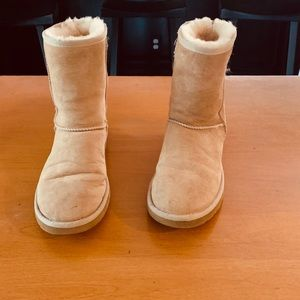Ugg SZ 6-Women boots worn a few hours LNC